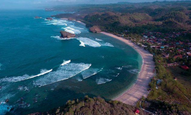 Pantai Watu Karung, Bongkahan Batu Karang yang Indah dan Menarik