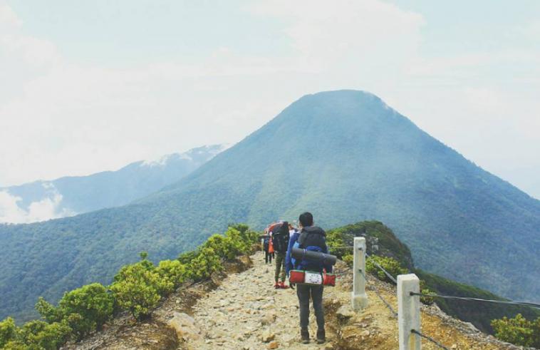 Kisah Misteri Gunung Gede yang Seram dan Bikin Merinding