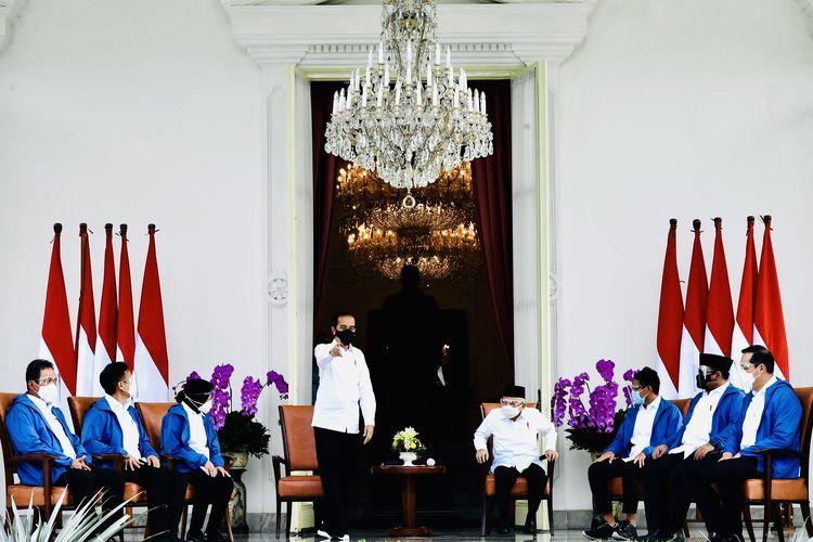 Fakta dibalik Jaket Biru 6 Menteri Baru Presiden Jokowi yang tengah Viral