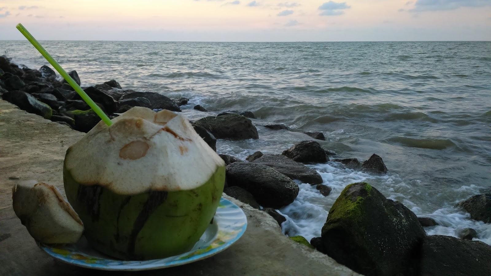 Pesona Alam di Pantai Eretan di Indramayu